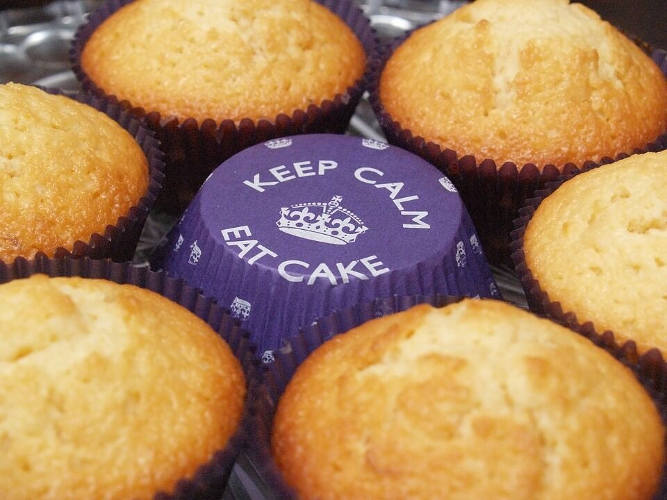 Keep calm eat cake muffin